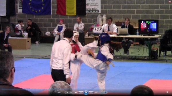 Chloé superbe technique :-) bravo ma puce,l'autre coach à du jeter l'éponge, tu l'a massacré :-p