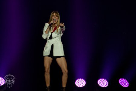 Review | Véronic DiCaire & Céline Dion in New Zealand