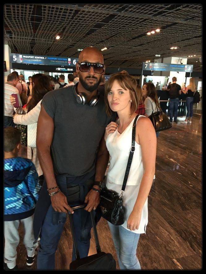 Trés belle rencontre à l'aréoport et voyager dans le méme avion...Nicolas Anelka