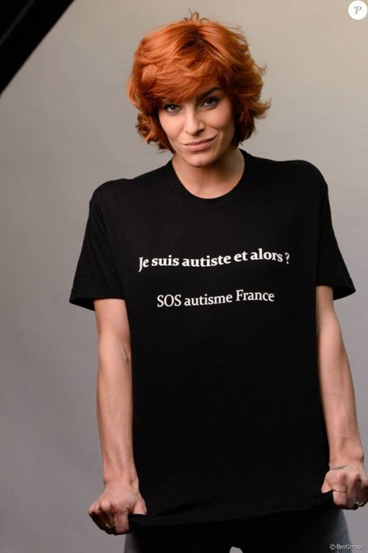 "Photos de Fauve avec le T-shirt de l'association "" SOS Autisme France "" :"