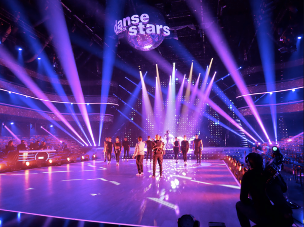 Chorégraphie professionnelle de Fauve Hautot et la troupe de Saturday Night Fever: