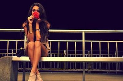 _  « A nos amours oubliés, au fond d'un placard. Ceux qui auraient peut être mérités d'être un peu plus vécus. »     _