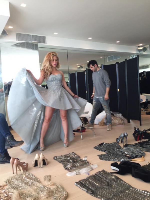 Essayage de robe pour Shakira.