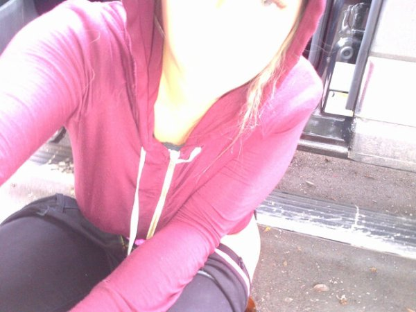 Kesha fait pipi dans la rue !