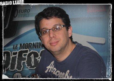 Cédric avec des lunettes ... tu KIFFES ou pas ?