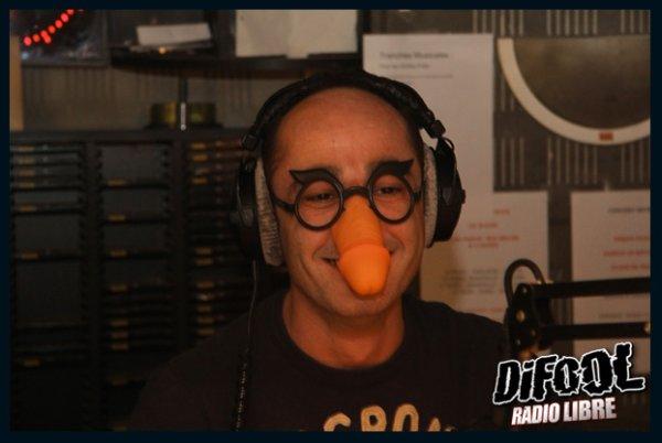 L'équipe de la Radio Libre avec les lunettes bite de Romano