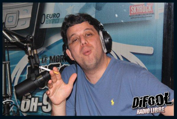 Cédric essaye de fumer pendant la Radio Libre de Difool.