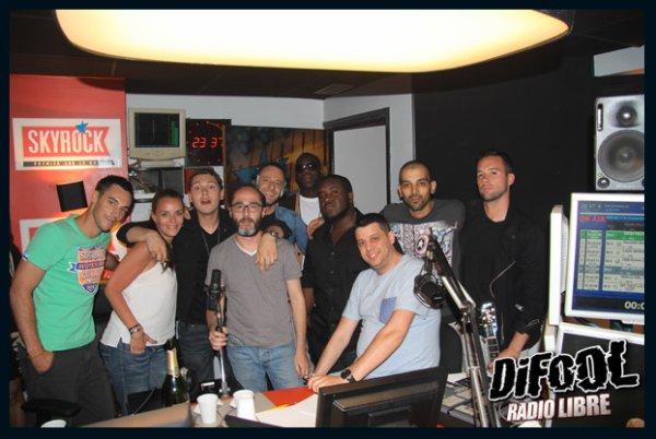 Cris Cab avec les membres de la Radio Libre de Difool