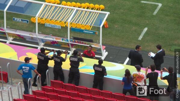 Samuel Eto'o ne s'entraîne pas mais fait des photos avec la police