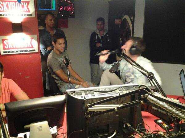 Le joueur de l'équipe de foot algérien Aïssa Mandi est avec nous dans la Radio Libre ! #RadioLibreDeDifool