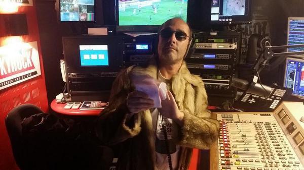 """Romano est prêt pour la tournage du clip de """"GIGOTER"""" ce soir en live dans la Radio Libre ! Faites tourner l'info !!"""