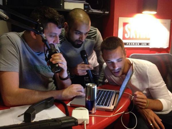 Cédric, Karim et Samy cherchent une stripteaseuse pour Kevin sur le net.. lol