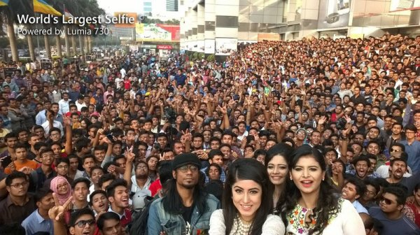 Voici le plus grand selfie du monde avec 1151 personnes