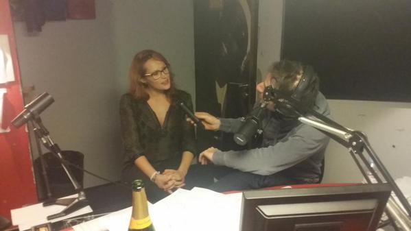 L'actrice X Emy Russo est avec nous dans la Radio Libre de Difool ! On en avait parlé hier soir, c'est la meuf qui a fait un strip-tease dans le métro ;)