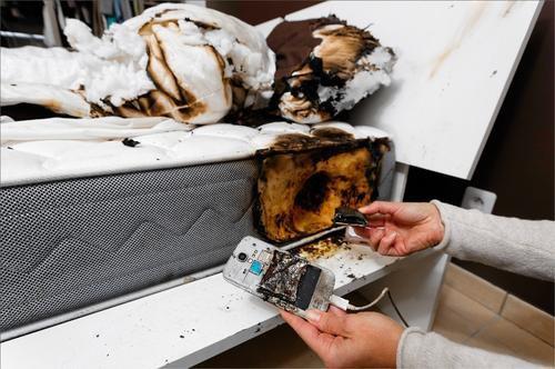 Lit incendié à cause d'un smartphone !