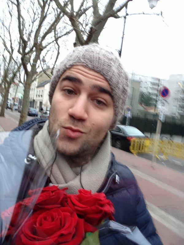 Karim était dans la rue ce matin pour offrir ses roses c'est la saint valentin ce weekend !