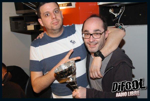 Romano posant avec Cédric après sa victoire au clash de la drague !