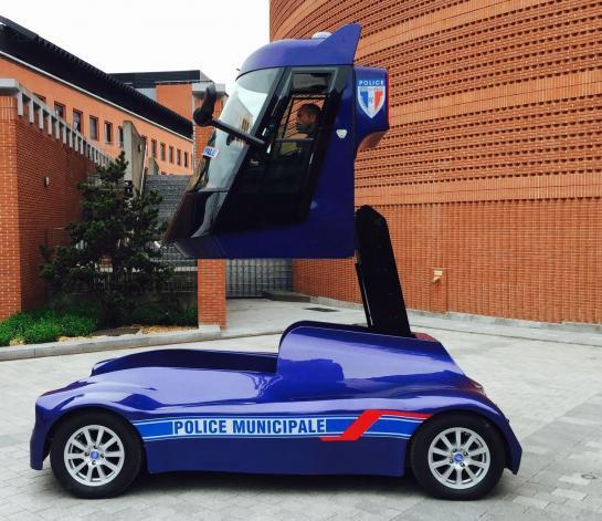 La police municipale d'Evry a testé la voiture à bras télescopique !