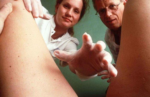 Un gynécologue accusé d'avoir oublié son téléphone dans le ventre de sa patiente !