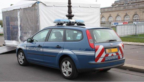 Ivre, il tente de faire l'amour avec une voiture de la gendarmerie !