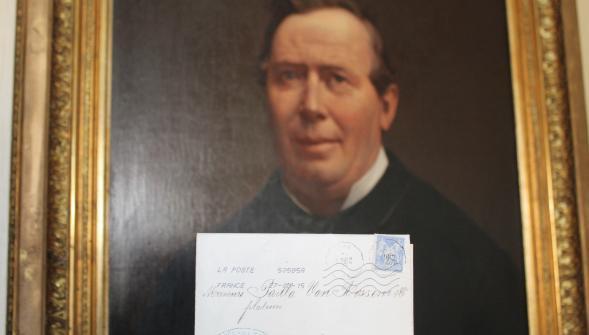Elle reçoit par la Poste une lettre de 1877 !