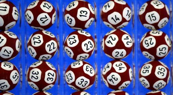 Dyslexique il pense avoir gagné au loto et va déféquer sur le bureau de son patron !