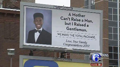 Cette mère célibataire loue un panneau publicitaire pour son fils parfait !