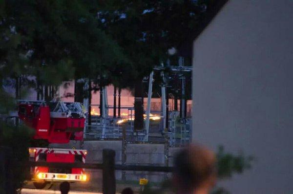 Difool vient de vous parler d'un transformateur ERDF qui a pris feu aujourd'hui, entrenant des coupures de courant :O