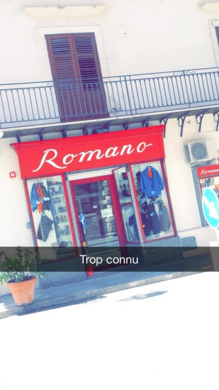 Mdrrrr Malik vient de nous appeler car cet été il était en vacances en Sicile et il est tombé sur ce magasin.... :p