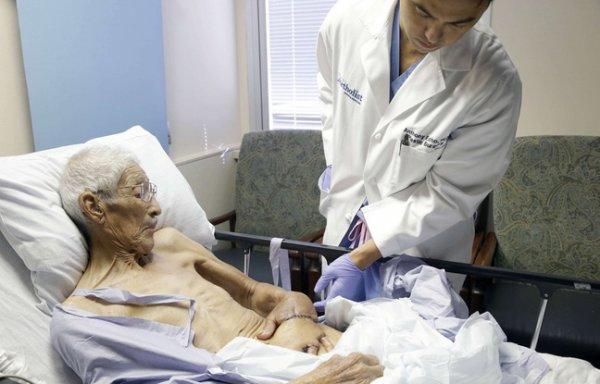 Un homme a passé 3 semaines avec sa main greffée dans son ventre !
