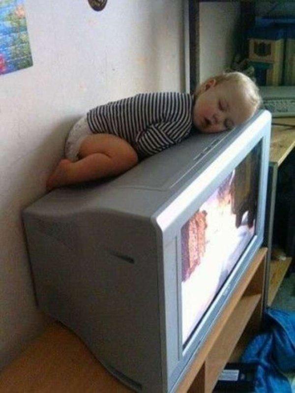 Les enfants dorment vraiment n'importe où !
