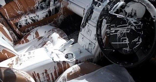 Il ruine l'intérieur de sa Maserati avec un pot de peinture !