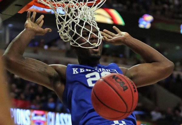 Alex Poythress se coince une dent dans le filet !