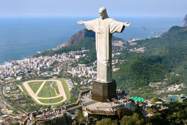 En arrêt maladie, il commentait ses vacances au Brésil sur sa page Facebook !