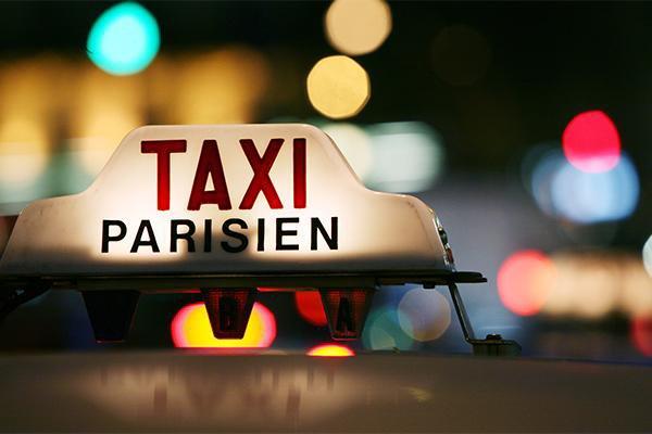 Elles font Paris-Lyon en taxi sans pouvoir payer !