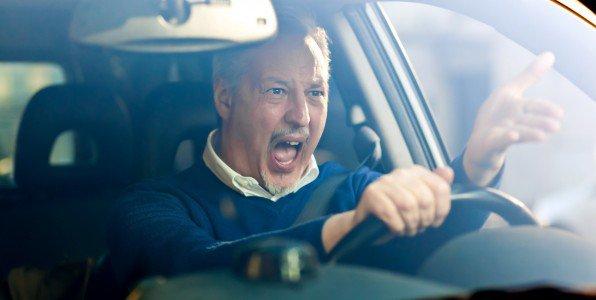 Il oublie sa femme à la pompe à essence et ne le réalise qu'après 100 km !