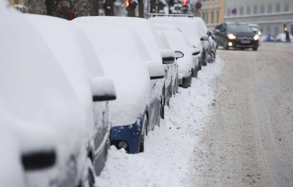 En slip et par -17°C, il s'accroche au toit de sa voiture volée !