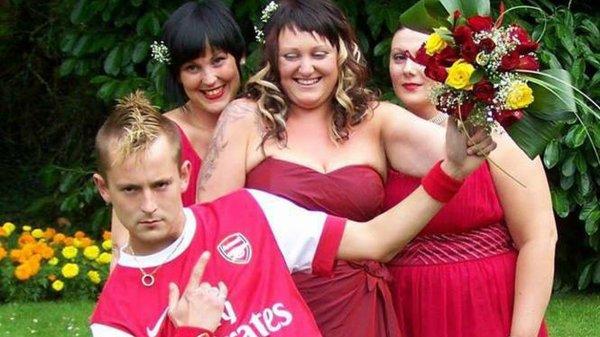 Un Anglais se marie avec le maillot d'Arsenal !