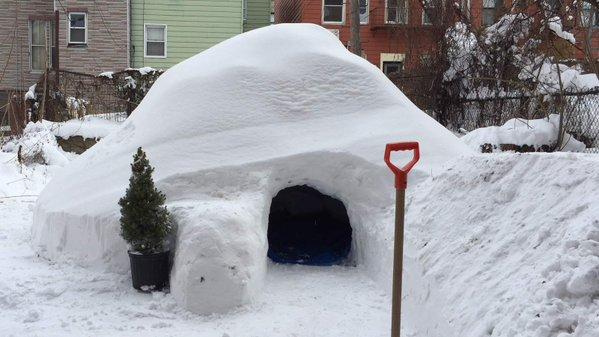 "Après ""Snowzilla"", Il met un igloo en location sur Airbnb !"