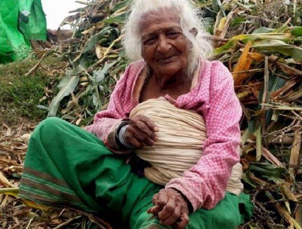 VIDEO - Une népalaise de 112 ans fume 30 cigarettes par jour depuis 95 ans !