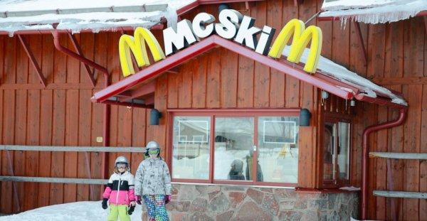 VIDEO - MCSKI : Un MCDO en haut des pistes en Suède  !