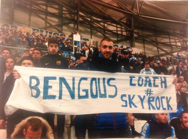 Pascal avec sa banderole Skyrock pour Om Psg