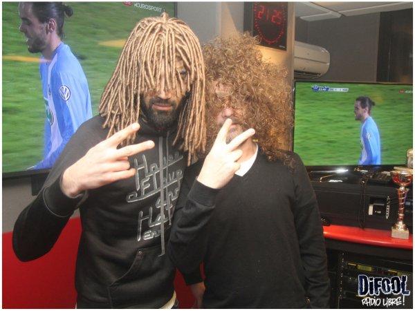 Les membres de la Radio en mode perruque pour l'anniversaire de Romano !!!