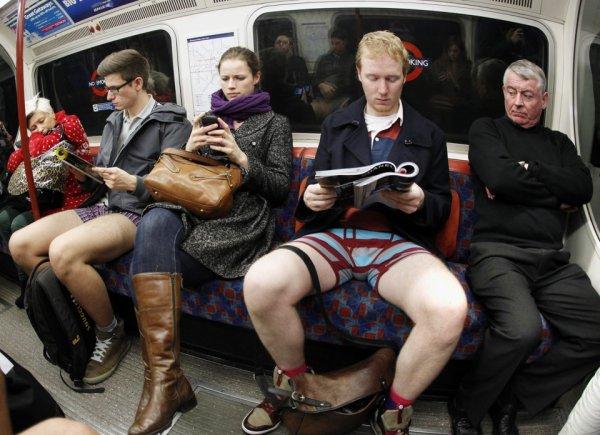 Une étude affirme que les hommes qui écartent les jambes quand ils sont assis sont jugés plus attirants !