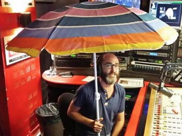 Voici le parasol de Romano ...