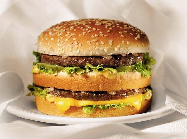 Il trouve 20 $ en prenant une bouchée de son hamburger !