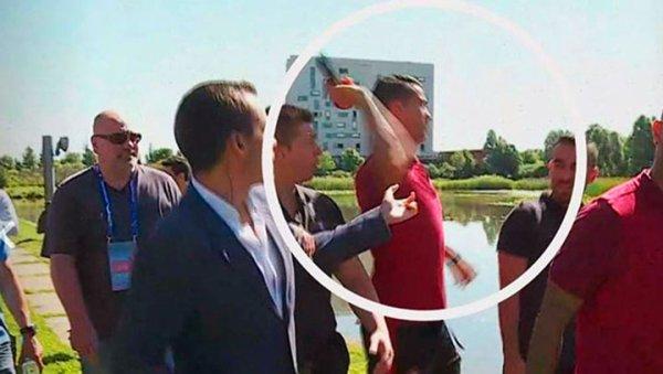 VIDEO - Ronaldo lance le micro d'un journaliste pendant la promenade d'avant-match !