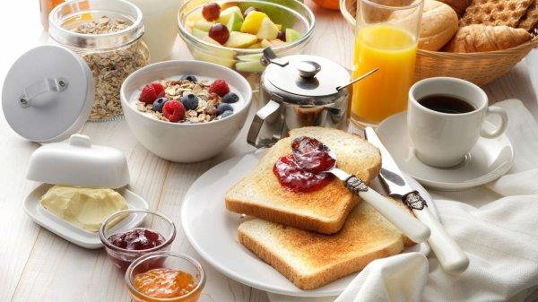 Pourquoi le petit-déjeuner est-il toujours plus cher ?