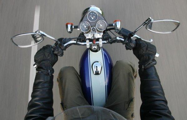 Il achète une moto, la teste et perd son permis une heure plus tard !