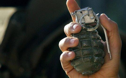 Un élève arrive avec une grenade active pour un exposé !